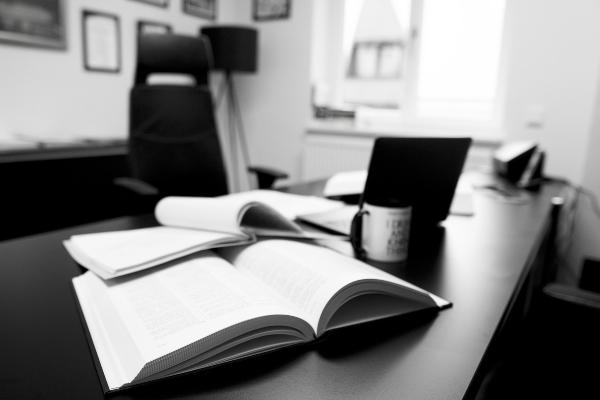 ¿Qué es un procurador y cómo trabaja?